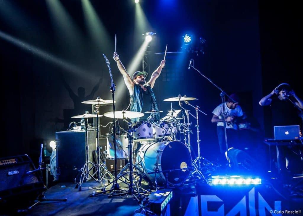 Danilo Menna, allievo della free drumming studio e Batterista dei Gemitaiz e Briga